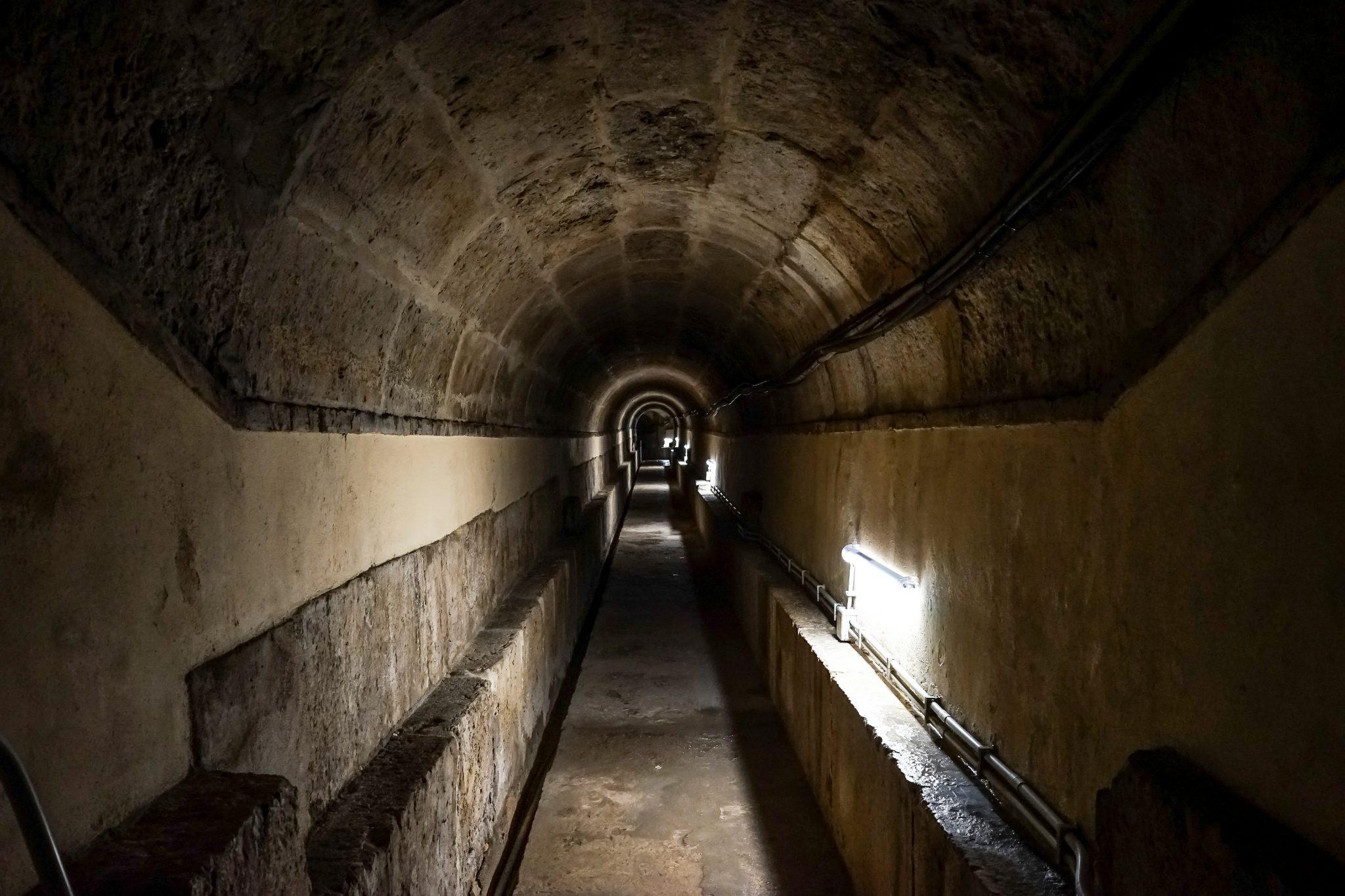 Túnel que liga os reservatórios de água de Lisboa.