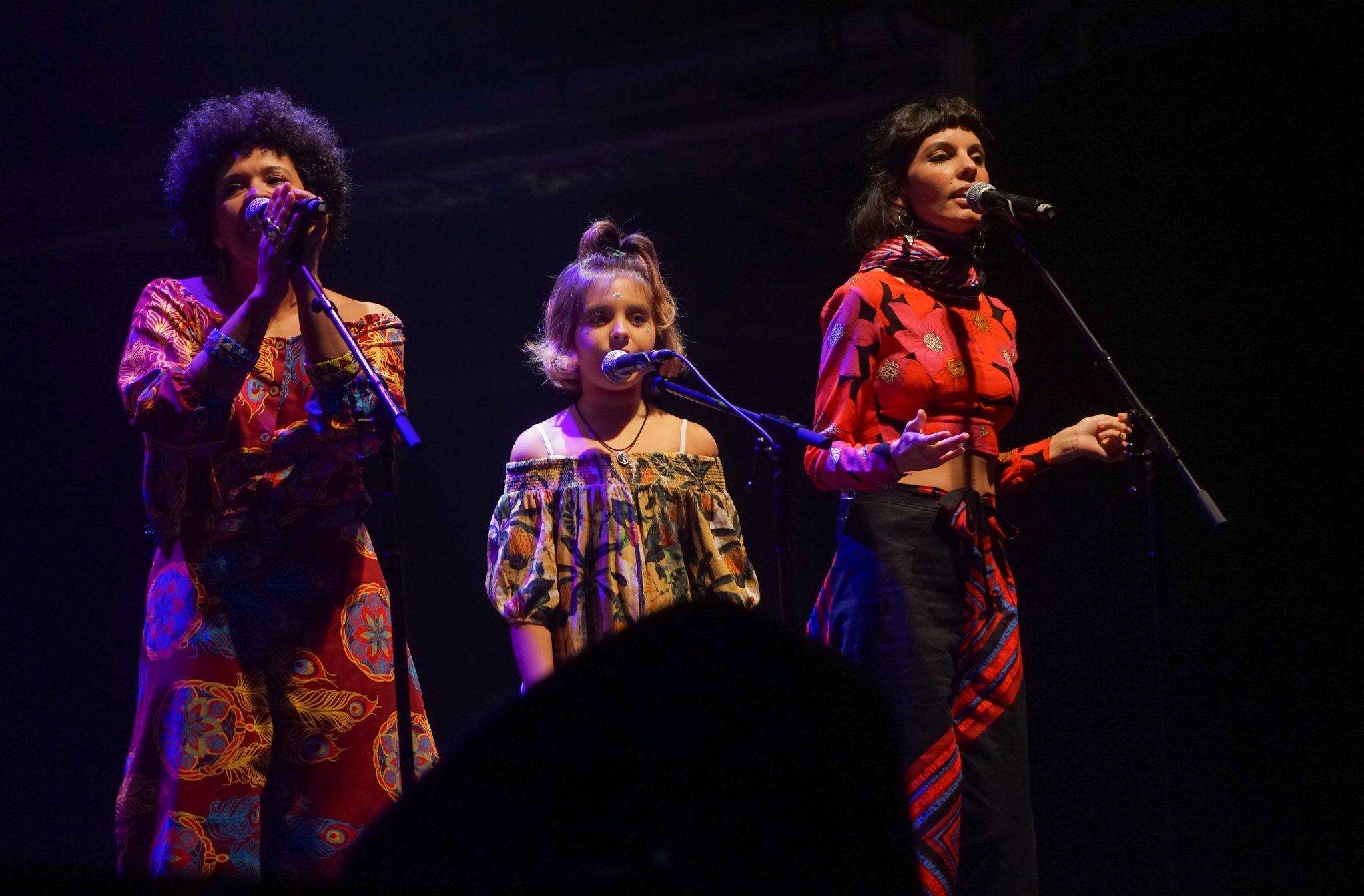 As três cantoras que atuaram no coro do concerto Refavela 40