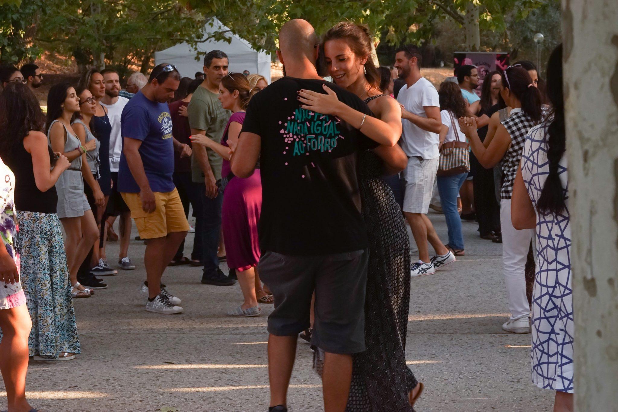 Pessoas a dançar
