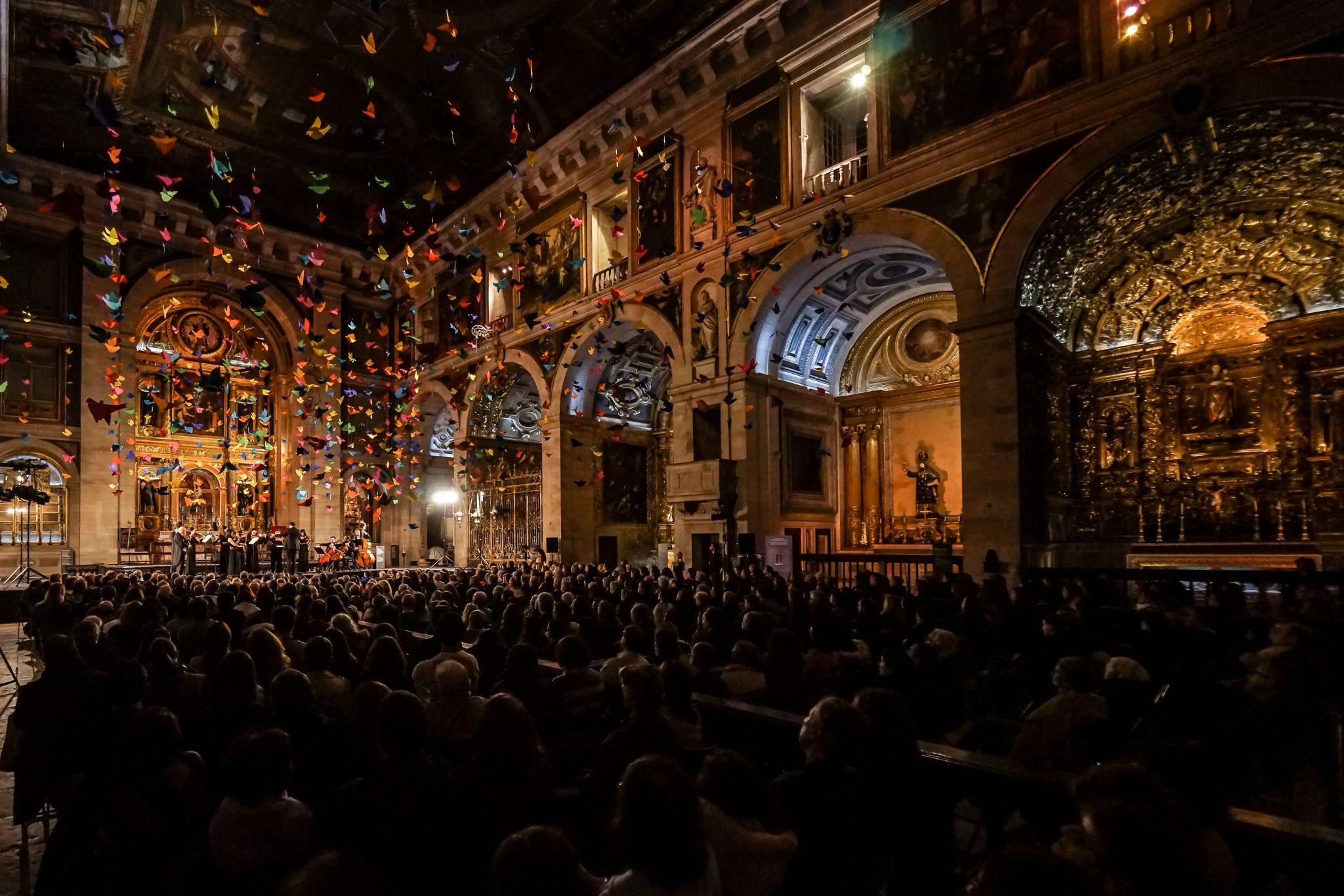 Interior da Igreja de São Roque durante concerto da Orquestra Orbis