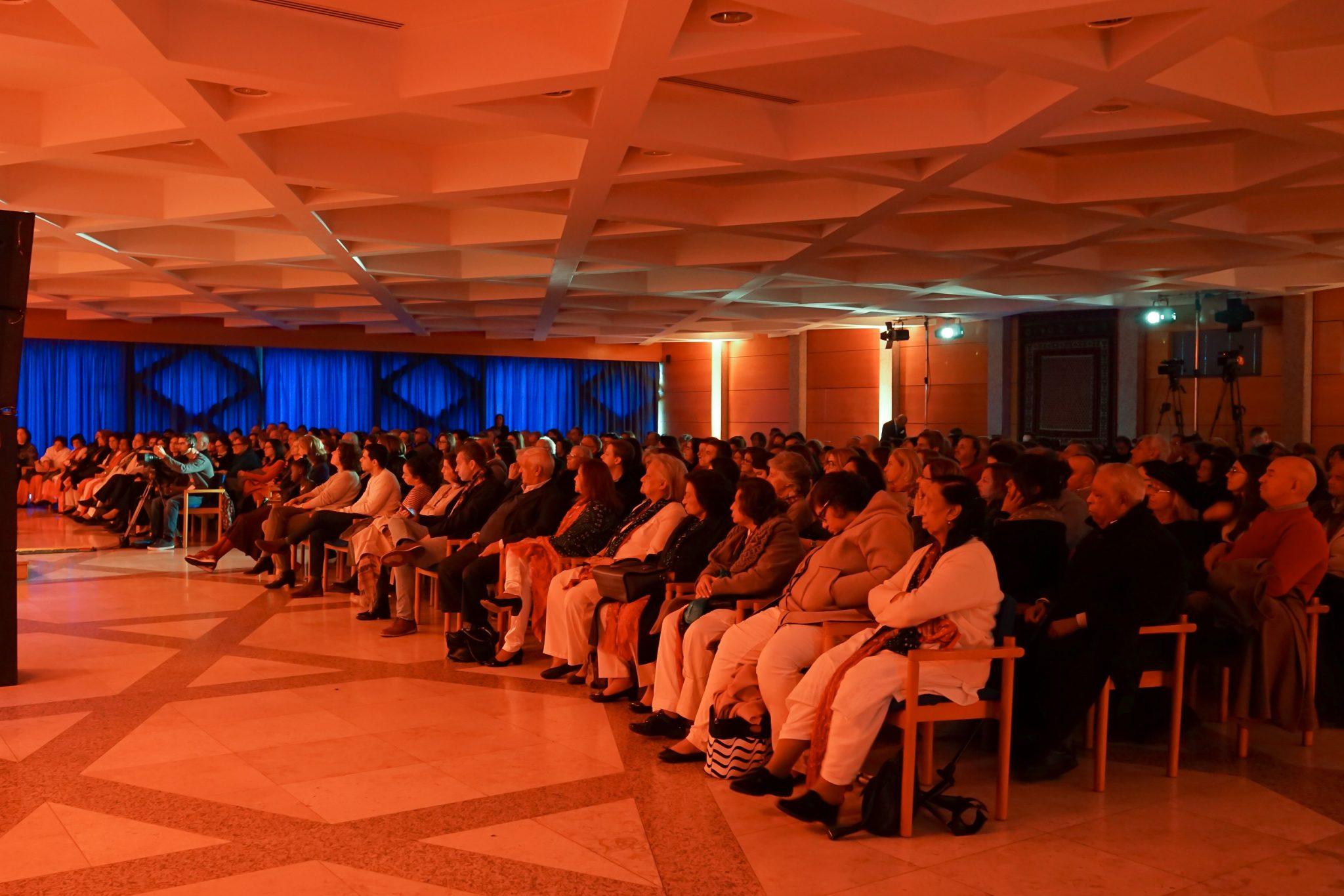 Público a assistir a concerto no Centro Ismaili